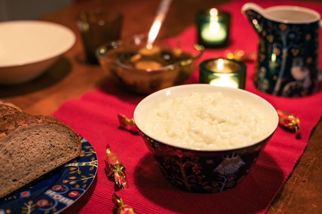 Riisipuuro ja sekametelisoppa tarjolla.