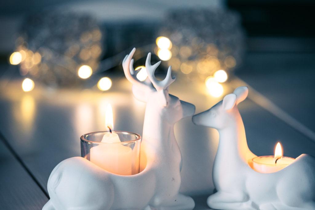 Makaavat peurat kynttiläsomiste.