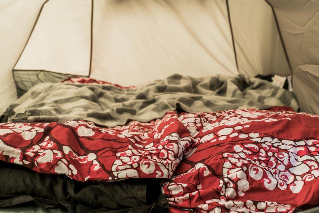 Telttaan nukkumaan.