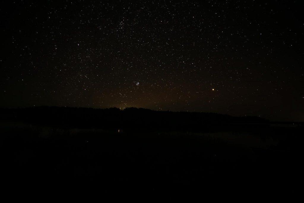 Mars ja tähtitaivas.