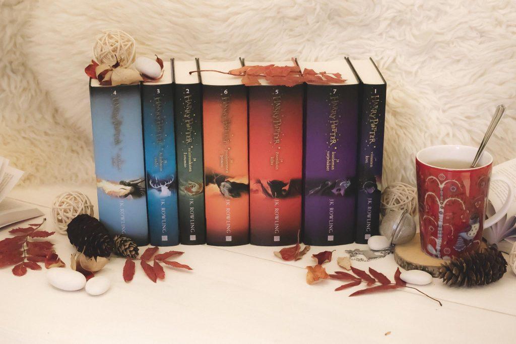 Kirjasarjan kirjoittaminen Harry Potter.