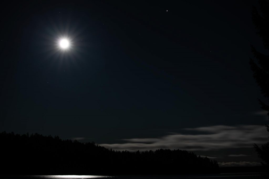 Mars planeetta ja kuu.