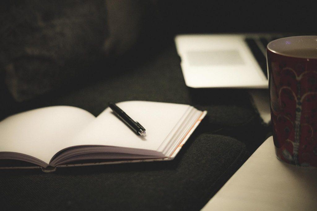 Kirjan kirjoittaminen sujuu aamuisin.