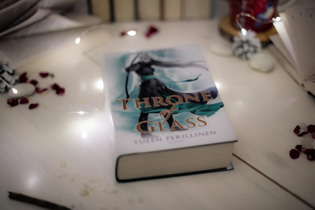 Throne of Glass Sarah J. Maas Tulen perillinen.
