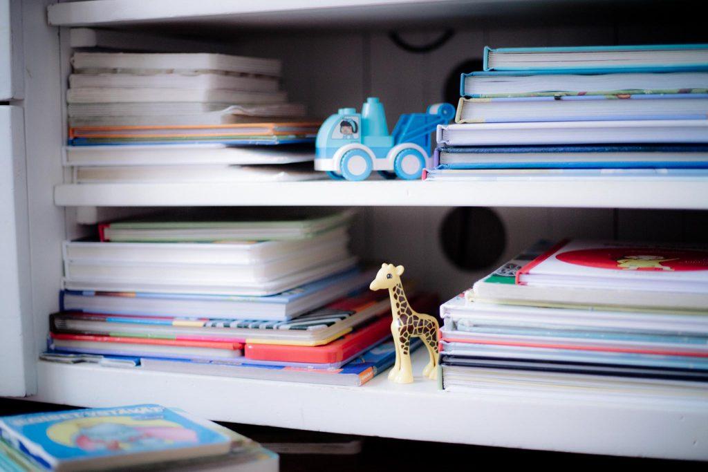 Runsas kirjahylly on sijoitus lasten tulevaisuuteen.