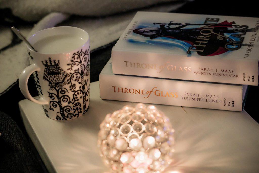 Sarah J. Maas Throne of Glass -kirjasarja.