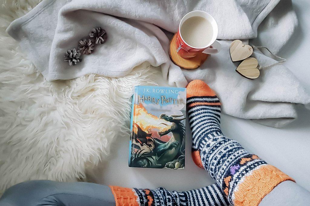 Erilaisia Bookstagram-kirjakuvia.