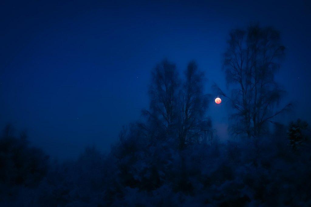 Veren punainen kuu.