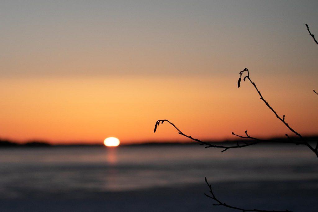 Keväinen auringonnousu.