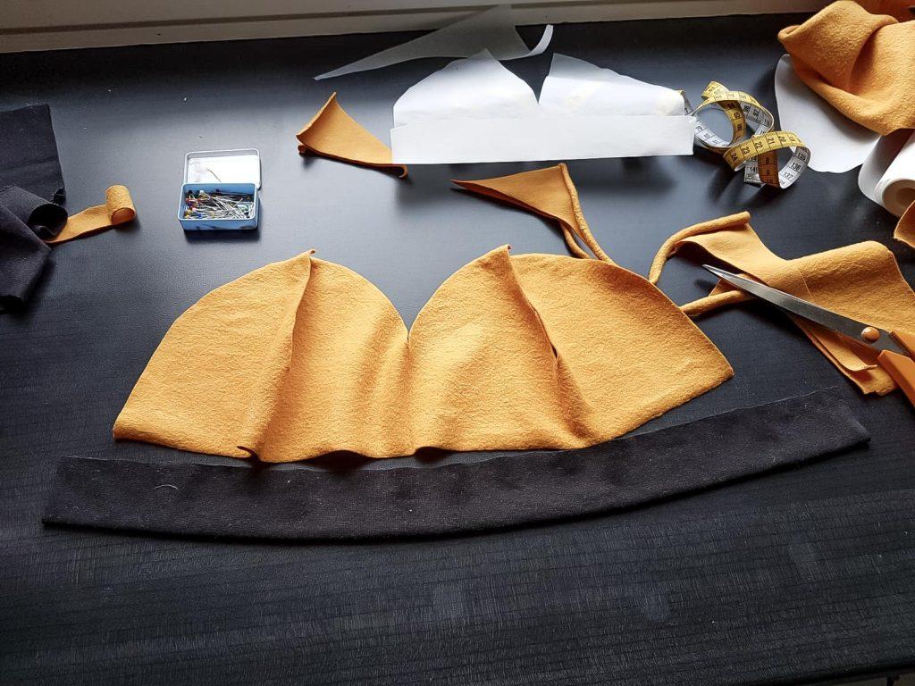 Trikoopipon ompelu.