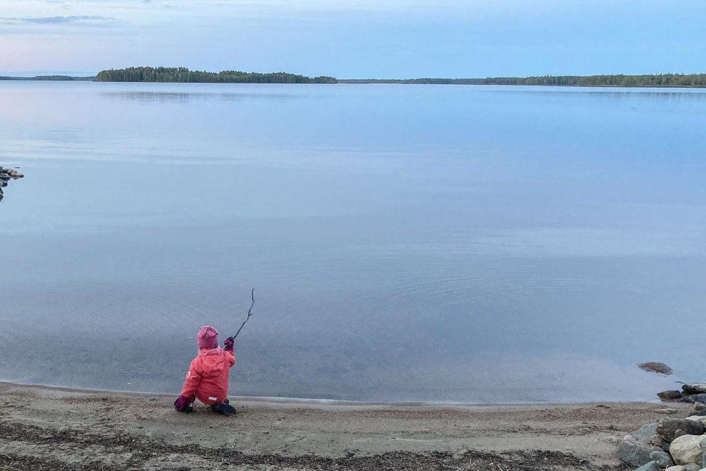 Vesileikit järvessä.