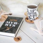 Kirja-arvio: Anniina Mikama, Myrrys.